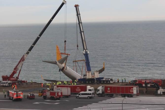 Pistten çıkan Pegasus uçağının enkazı kaldırıldı galerisi resim 3