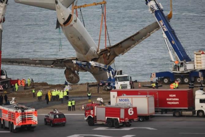 Pistten çıkan Pegasus uçağının enkazı kaldırıldı galerisi resim 7