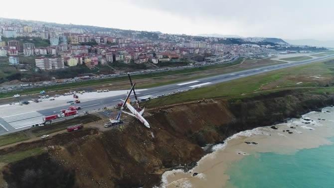 Pistten çıkan Pegasus uçağının enkazı kaldırıldı galerisi resim 8