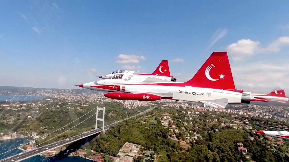Türk Yıldızları'nın İstanbul'u selamlaması galerisi resim 2