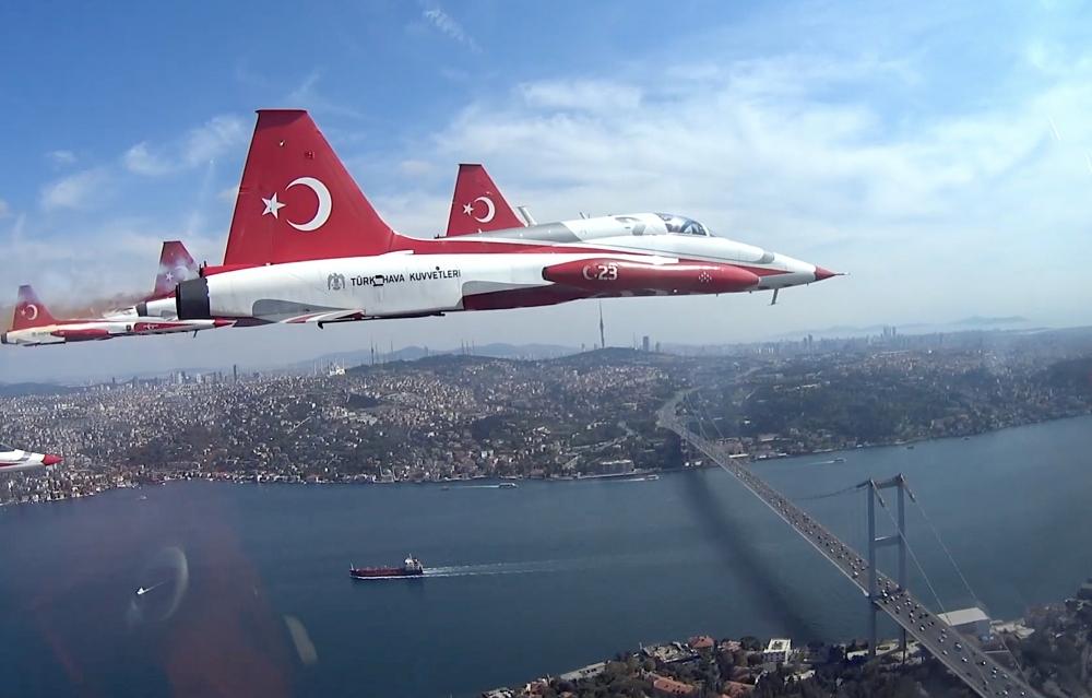 Türk Yıldızları'nın İstanbul'u selamlaması galerisi resim 3