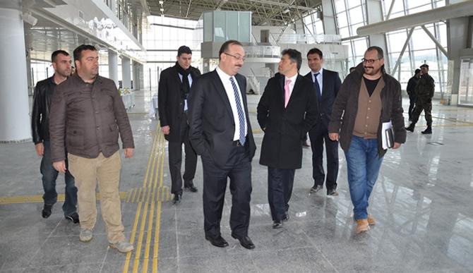 DHMİ Genel Müdürü Serdar Hüseyin Yıldırım, Yüksekova'yı denetledi galerisi resim 1