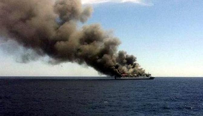 İspanya'da feribotta yangın çıktı galerisi resim 2