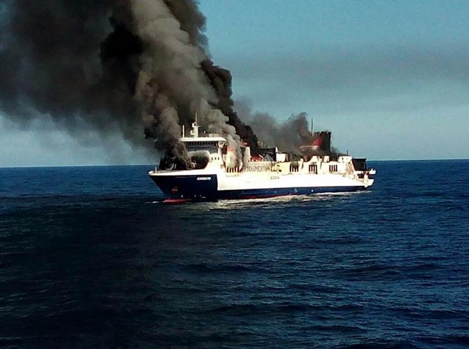 İspanya'da feribotta yangın çıktı galerisi resim 3
