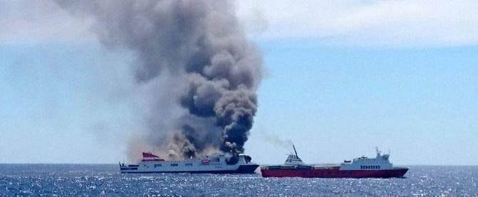 İspanya'da feribotta yangın çıktı galerisi resim 7