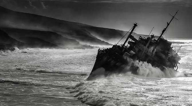 Çürümeye terk edilen görkemli gemiler galerisi resim 1