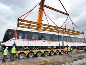 İzmir'in yeni metroları Çin'den geldi