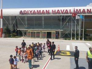 Çocuklar havalimanını gezdi