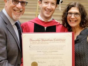 Facebook kurucusu Zuckerberg Harvard diplomasını aldı