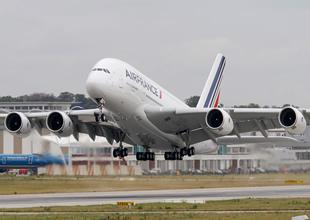 Aır France yolculardan yakıt parası istedi