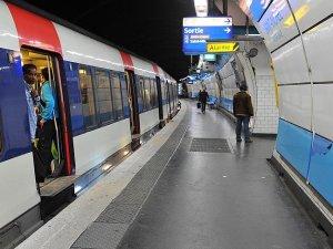 Paris metrosu sular altında