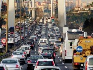 Sezonun son tatilinde yolları 15.5 milyon araç kullandı