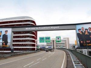 Frankfurt Havalimanı'nda biber gazlı saldırı iddiası