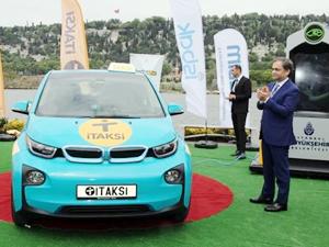 Türkiye'nin ilk turkuaz taksisi müşteriyle buluşuyor