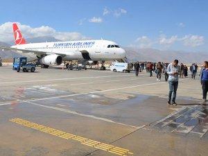 Yüksekova'da 9 ayda 915 uçak seferi yapıldı