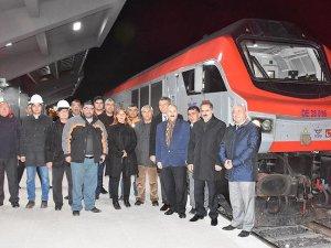 Bakü-Tiflis-Kars Demiryolu'nda ilk tren Kars'a ulaştı