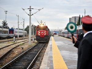 'Demir İpek Yolu'nda ilk tren Mersin'e ulaştı
