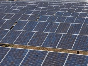 Kazakistan iki yeni güneş enerjisi santrali yapacak