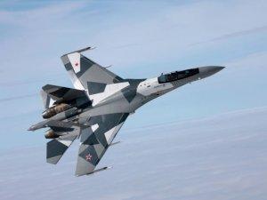 Rus savaş uçağı SU-35, hedeflerini kendisi seçiyor