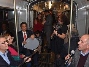Frankfurt'ta tramvayda 'Gaziantep meşk gecesi' düzenlendi