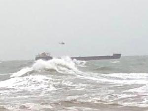 Bartın Limanı'nda sürüklenen geminin mürettebatı kurtarıldı