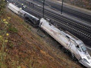 İspanya'da yolcu treni raydan çıktı