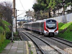 Banliyö trenleri İstanbul'da günde 1.5 milyon yolcu taşıyacak