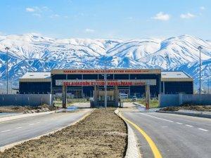 Hakkari Yüksekova'da kar nedeniyle uçuşlar iptal edildi
