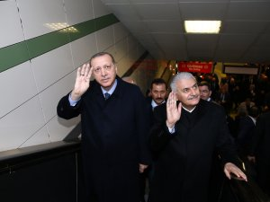 Recep Tayyip Erdoğan ve Binali Yıldırım 'sürücüsüz metro'nun ilk seferine katıldı