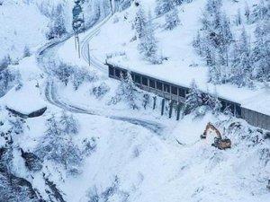 İsviçre'de mahsur kalan 13 bin turist için tren seferleri yeniden başladı
