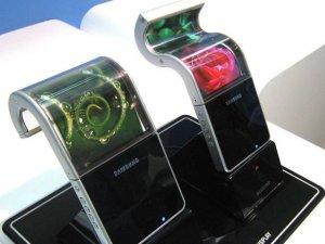 Samsung, 'neredeyse bitmiş' katlanabilir Galaxy X'i gösterdi