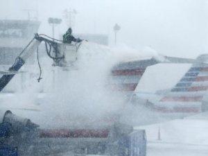 ABD'de kar fırtınası yüzünden bin 800 uçuş iptal edildi