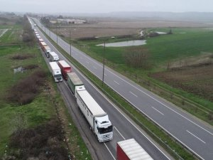 Avrupa'ya açılan sınır kapılarında TIR kuyruğu oluştu