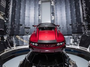 Uzaya giden Tesla'ya milli mil!