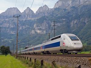 Fransa'da grev nedeniyle tren seferlerinin yarısı iptal edildi