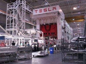 Tesla çalışanlarının yüzde 9'unu işten çıkarıyor