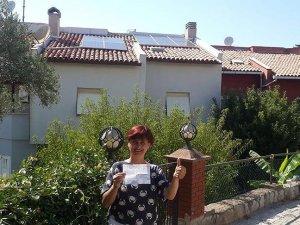 Çatısındaki güneş paneliyle para kazanmaya başladı