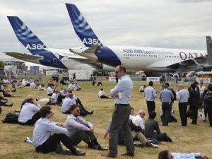 Boeing Farnborough Airshow'da 100 milyar dolarlık sipariş aldı