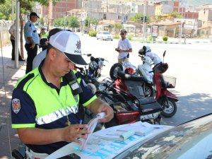 Engelli yollarına park edenlere ceza kesildi