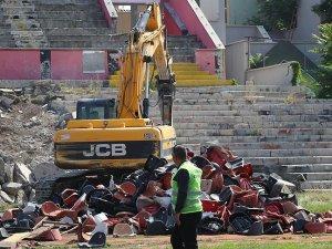 Eskişehir'de 'millet bahçesi' için stadın yıkımına başlandı