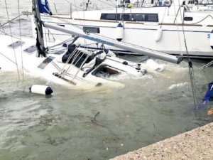 Yunanistan Zorba fırtınası ile mücadele ediyor