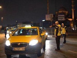 İstanbul Emniyet Turizm Şube Müdürlüğü taksicileri denetledi