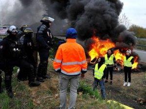 Fransa'da çıkan yangın Belçika'ya sıçradı