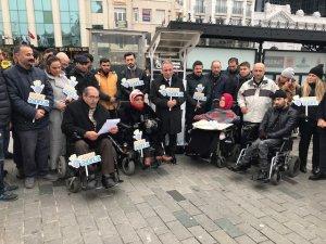 """Taksim'de """"Hayatı Aydınlat""""tı"""