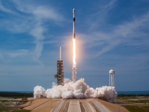 10 haberleşme uydusunu yörüngeye gönderdi