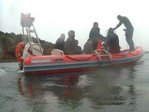 Maden Adası'nda mahsur kalan 26 göçmeni itfaiye kurtardı