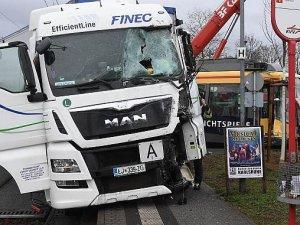 Almanya'da Tramvay ile Kamyon Çarpıştı, 20 Yaralı
