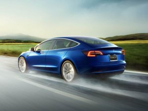Çin'den Tesla Model 3'e izin çıktı