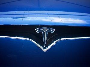 Tesla pick-up için ilk teaser