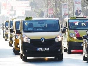 Minibüsçülerden Kadıköy'de Marmaray eylemi